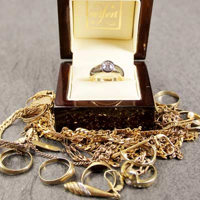 We buy Gold/Silver/Platinum service available at Quality Jewelers